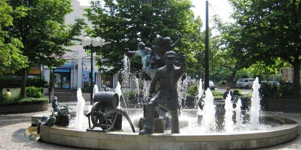Wurstmarktbrunnen vor dem Bahnhof