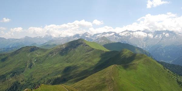 Blick auf den Bergkamm - Throneck-Kreuzkogel-Flugkopf