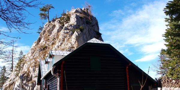 Kienthaler Hütte mit Turmstein 1416 m