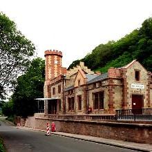 Bahnhof von Beckingen im mittelalterlichen Burgenstil