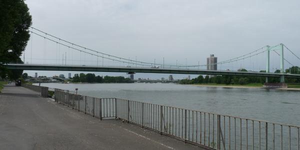 Start und Ziel an der Mülheimer Brücke