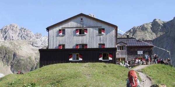 Memminger Hütte (140 Schlafplätze, 235 Übernachtende)
