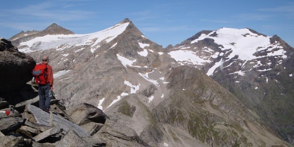 Beim Goldbergtauernkopf Blick auf Goldbergspitze (links), hoher Sonnblick (mitte) und Hochaaren (rechts)