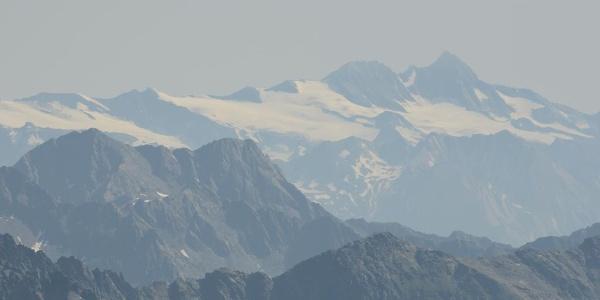 Vom Almerhorn scheint der Großglockner nicht mehr weit entfernt.