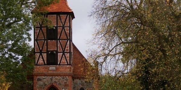 Die Dorfkirche von Alt Rehse wurde in den Jahren von 1889-93 errichtet.