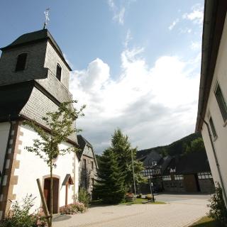 Kirche und Dorfmitte Referinghausen