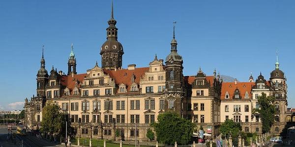 Blick vom Zwinger auf das Residenzschloss in Dresden