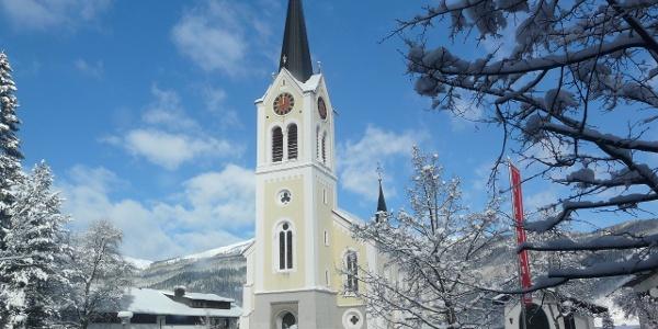 Die Kirche in Riezlern.