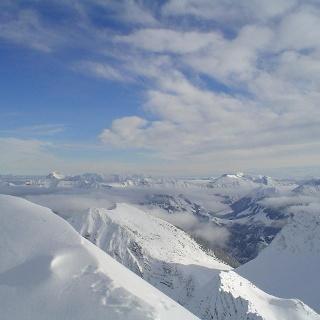 Herrliche Aussichten vom Schafreuter auf das winterliche Karwendel.