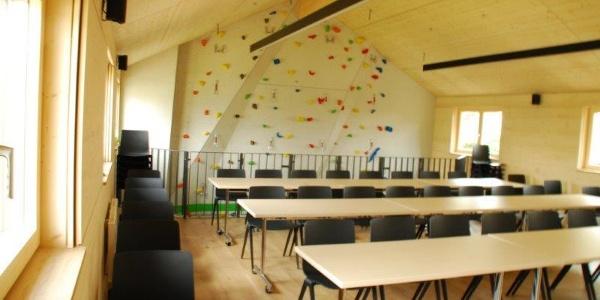 Seminarraum und Kletterwand