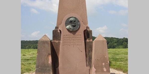 Denkmal am Elbdeich in Artlenburg