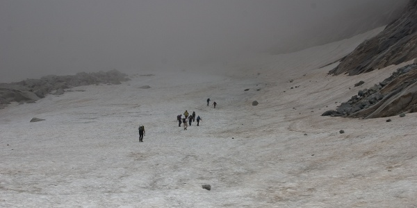 Am sogenannte Gletscherweg , am Ende der Mulde trifft man meist auf letzte Scheefelder. Der Rotbachgletscher hat sich schon weit zurückgezogen