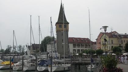 Die Seepromenade mit dem Mangturm.