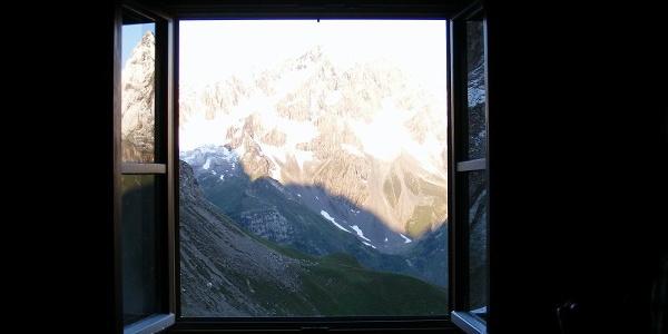 Der Blick aus der Memminger Hütte heraus.