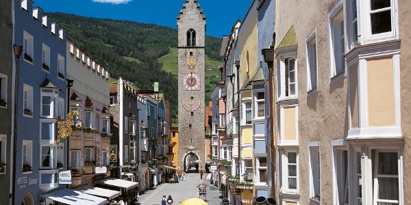 Neustadt von Sterzing mit dem Zwölferturm