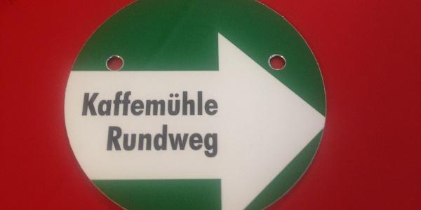 grünes Wanderschild ''Kaffemühlen-Rundweg ''