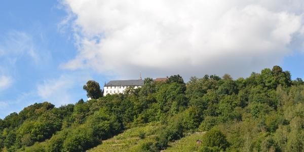 Blick vom Maintal hoch zum Kloster Engelberg