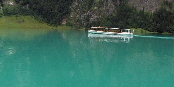 Ein Boot kurz vor der Anlegestelle Salet.