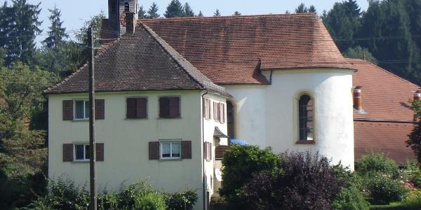 Schleinsee: Kapelle Mariä-Himmelfahrt mit ehemaliger Kaplanei