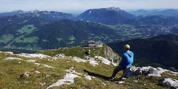 Aufstieg zum Hocheck - Blick zurück auf Watzmannhaus und Berchtesgadener Land.