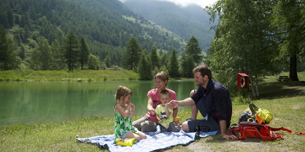 Cozy picnic at the Schalisee