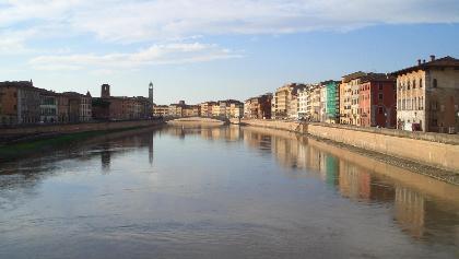 Blick von der Brücke auf Pisa