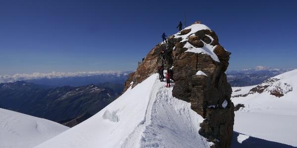 Felsiger Aufschwung zum Gipfel des Balmenhorn