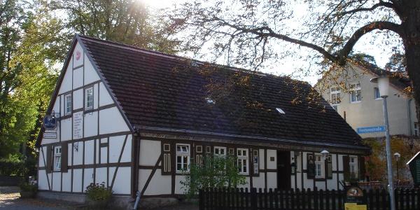 Das Fontane-Haus gehört zu den ältesten Häusern in Neuglobsow.