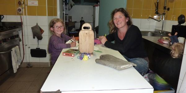 Hüttenwirtin Noemi mit Tochter Maina
