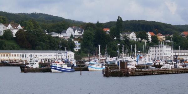 Der Sassnitzer Stadthafen besitzt die längste Außenmole Europas.