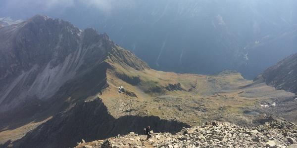 Tiefblick auf die Innsbrucker Hütte beim Aufstieg zum Habicht.