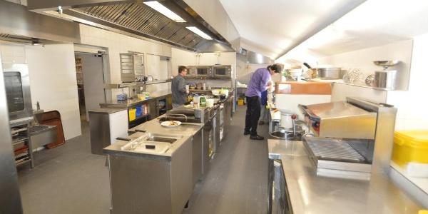 Die Visitenkarte der Albert-Link-Hütte: eine blitzeblanke Küche