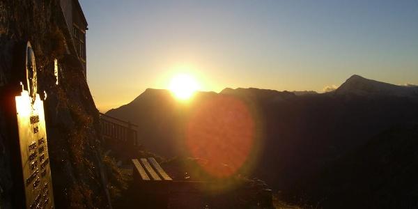 Sonnenaufgang am Watzmannhaus mit Blick hinüber zum Hohen Göll