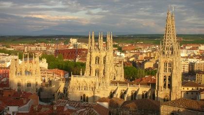 Die mächtige Kathedrale dominiert das Stadtbild von Burgos.