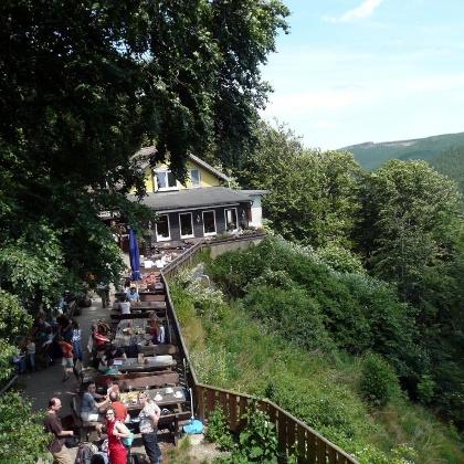 Blick auf die Waldgaststätte Rabenklippe.