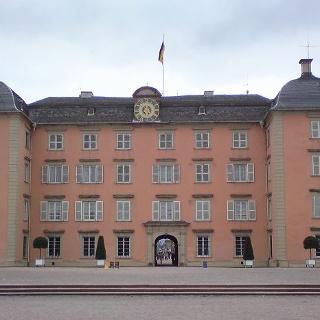 Der Haupttrakt des Schlosses.