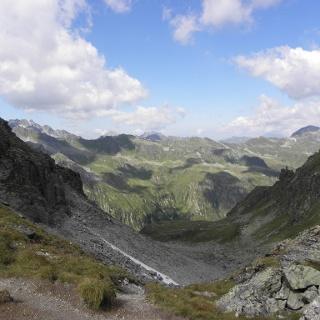Blick vom Hochmadererjoch (2505 m) ins Garneratal