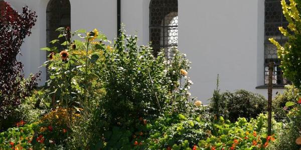 Köngetried - um die Kirche blüht es