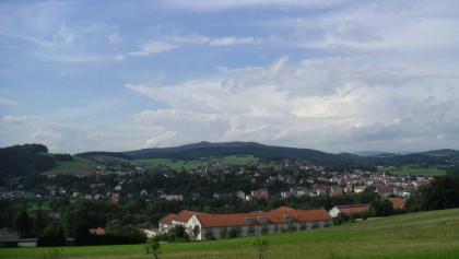 Der Blick vom Wanderweg über Bad Kötzting.