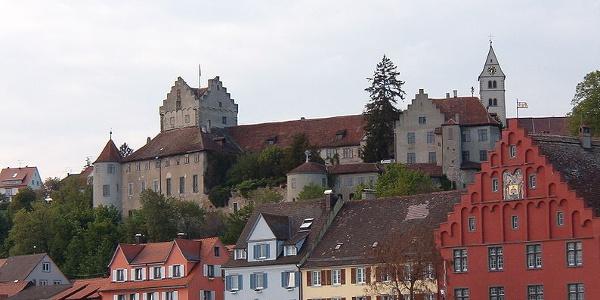 Die Burg Meersburg über der Unterstadt.