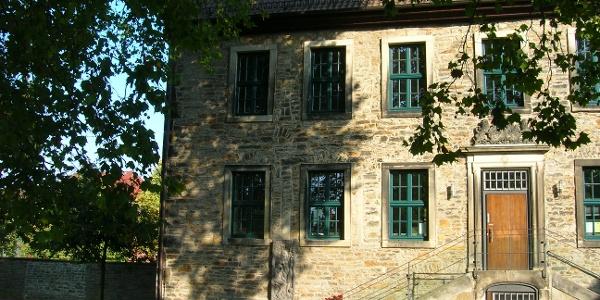 Der Landsbergsche Hof beherbergt heute die Stadtbücherei
