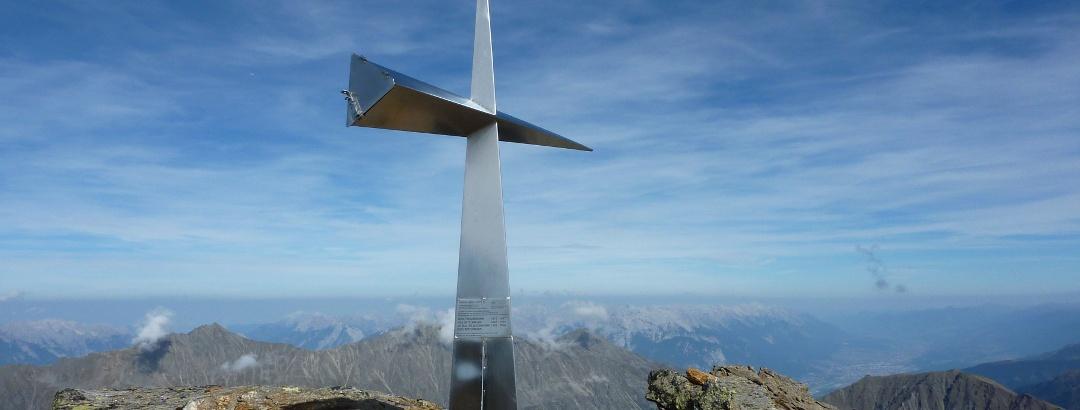 Das Gipfelkreuz auf der Haidenspitze. 2,5 Stunden Aufstieg von der Pforzheimer Hütte.