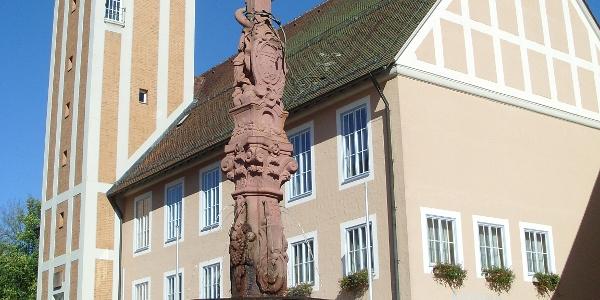 Das Freudenstädter Rathaus mit dem Rathausbrunnen