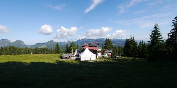 Das Berghaus am Söller befindet sich in herrlicher Aussichtslage unweit der Bergstation der Söllereckbahn.