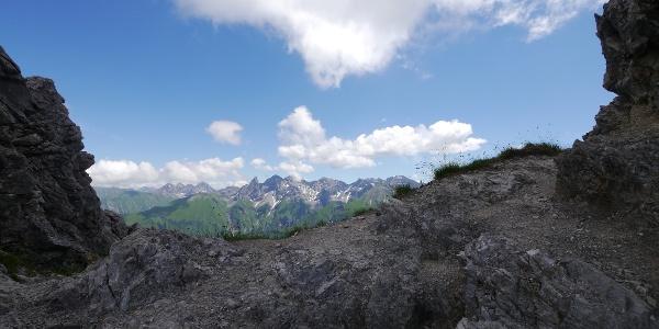 Fiderescharte mit Blick zur markanten Trettachspitze