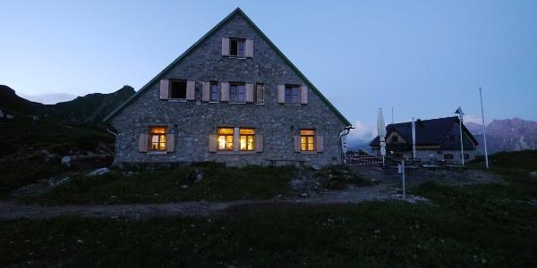 """""""Mindelheimer Hütte"""" at night"""