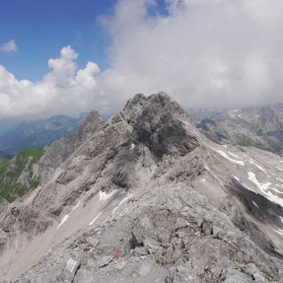 Blick vom Bockkarkopf auf Hochfrottspitze, Mädelegabel und Trettachspitze