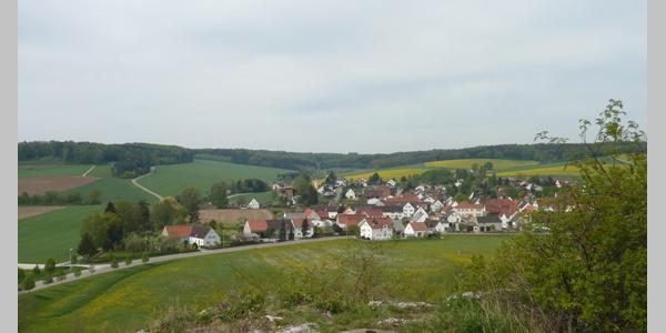 Blick von der Kapelle auf Wörnitzstein.