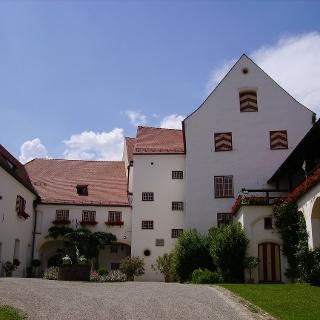 Der Innenhof von Schloss Kronburg ist eine wahre Augenweide.