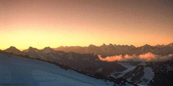 Sonnenaufgang über dem Kaukasus